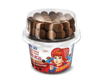 Десерт сирковий крем вершковий «Смачненький» «Машенька» 5% жиру + шоколадні кульки, 155г