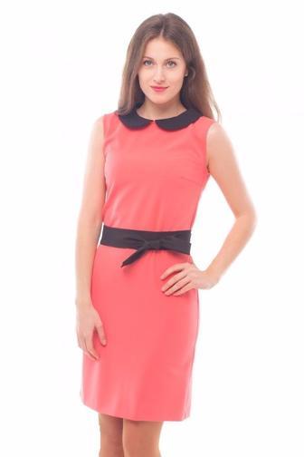 Платье розовое с черным воротником